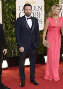 Ben-Affleck-Navy-Suit-Gucci-2013-Golden-Globe-Awards-300x427
