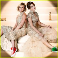 tina-fey-amy-poehler-converse-shoes-for-golden-globes-promo-2013