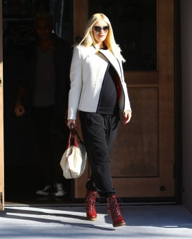 Pregnant Gwen Stefani Meets Tony Kanal For Lunch